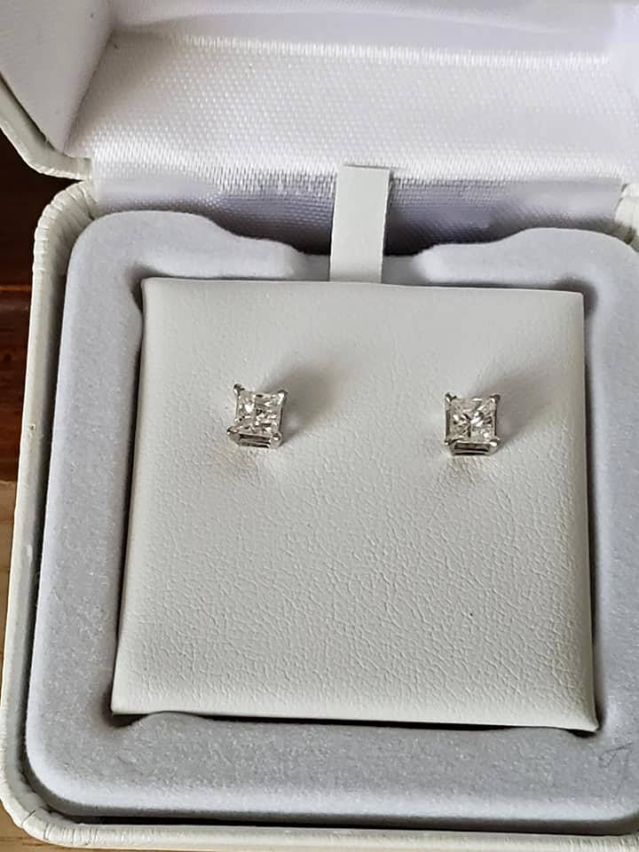 14k stunning 1.4 genuine diamond stud earrings