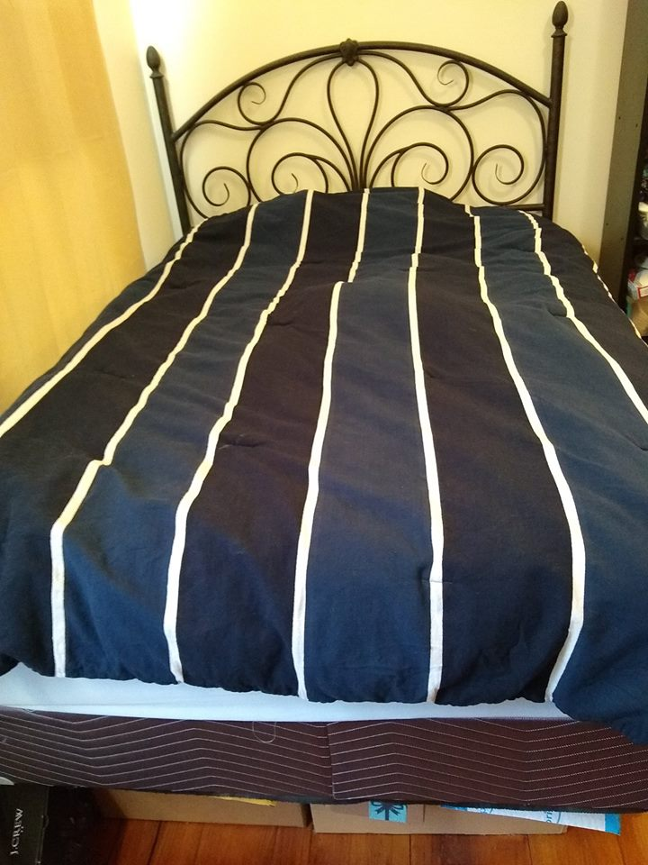 Full size mattress + box spring + headboard (compl