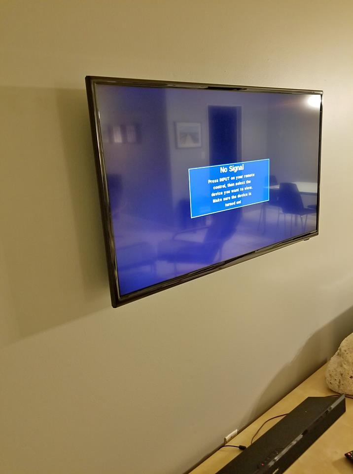 """INSIGNIA 36 """" TV"""