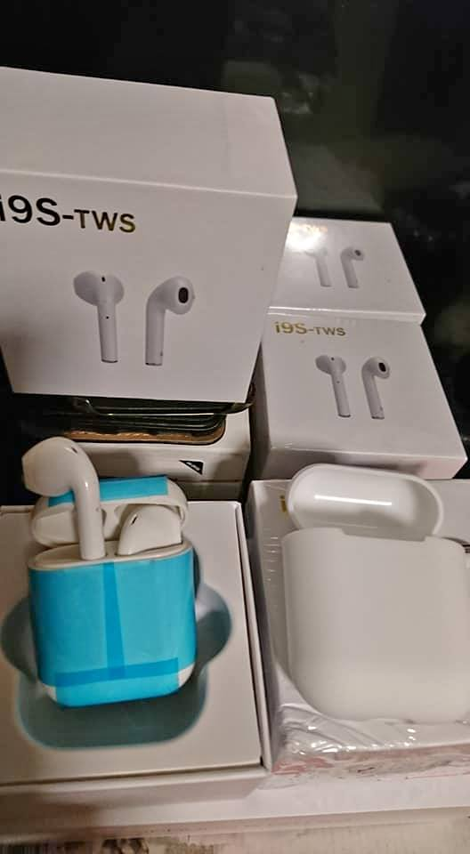 Wireless apple earbuds, boxed new